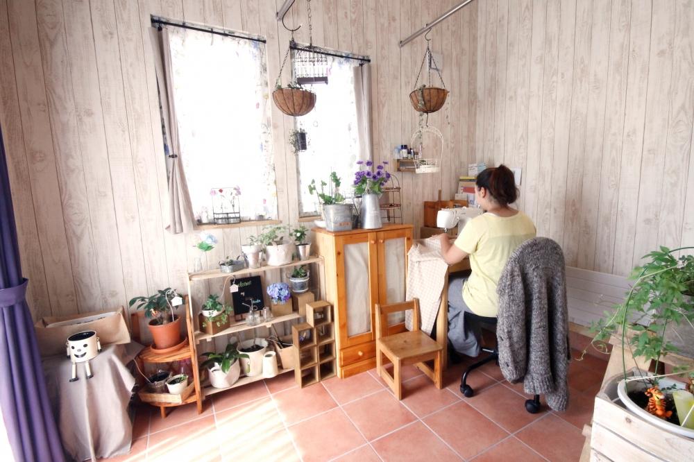 インナーテラス - 温もりあふれるタイル土間のインナーテラスは、テラスとも繋がる心地いい部屋です。陽射しにあふれ、室内干し場としても活躍中です。 -  -