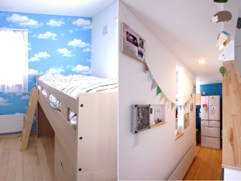 子ども部屋とホール - 左:空模様のクロスで遊んだ、光あふれる子ども部屋です。右: フラッグで飾り付けしてある壁は、リビングに入ったとたんにキッチンが丸見えになるのではなく、目隠ししてくれます。 -  -