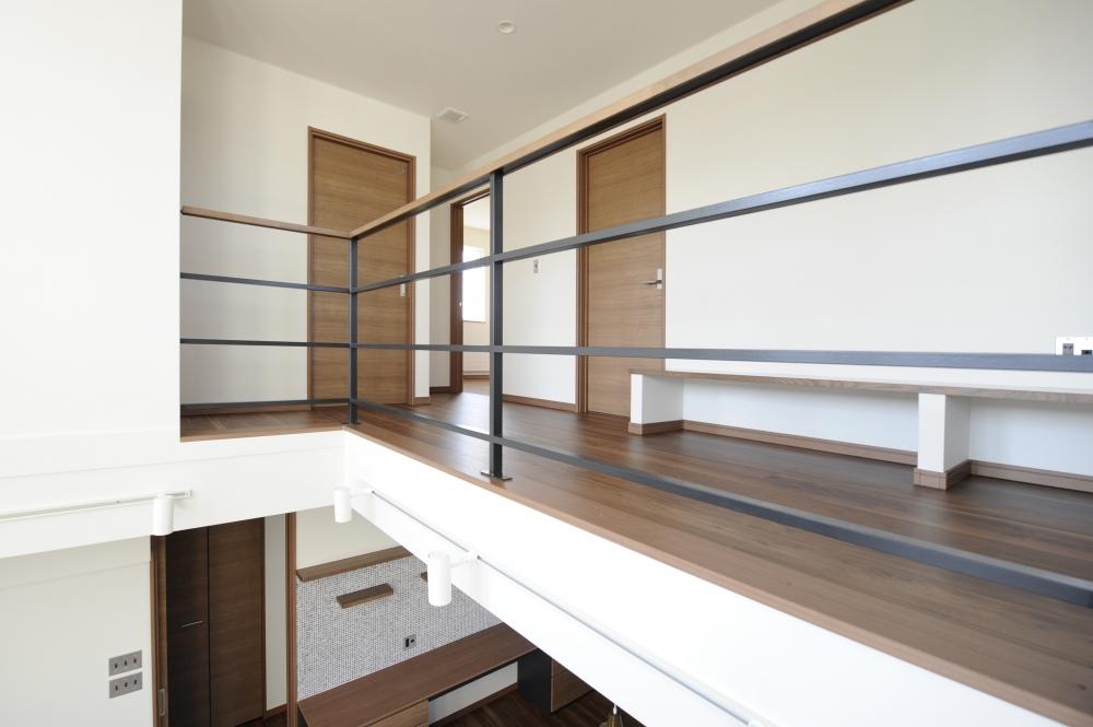 - 2階のそれぞれの部屋の前に、多目的に使えるフリーホールをプラン。ここも家族みんなの居場所です。 -  -