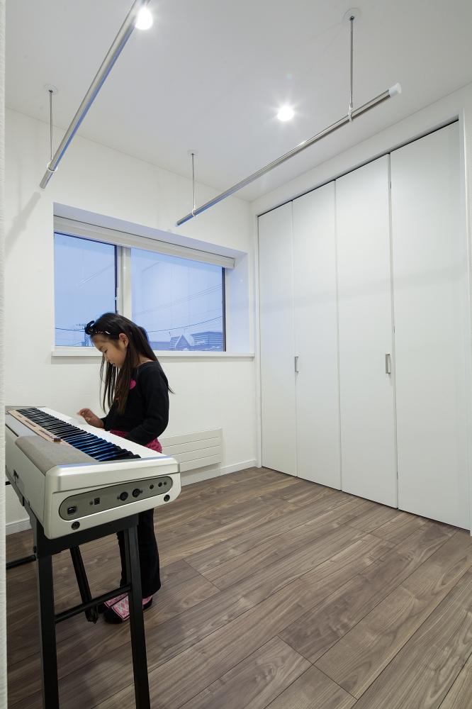 多目的ホール - 洗濯物を干せるランドリースペースとしても活躍する多目的ホール。 -  -