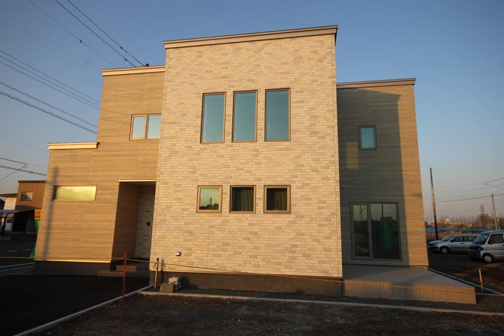 苫小牧モデル(苫小牧市北光町)(公開中) - 大きく2色の外壁でまとめてみました。 -  -